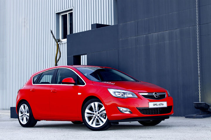 2011 Opel Astra 1.4T front view