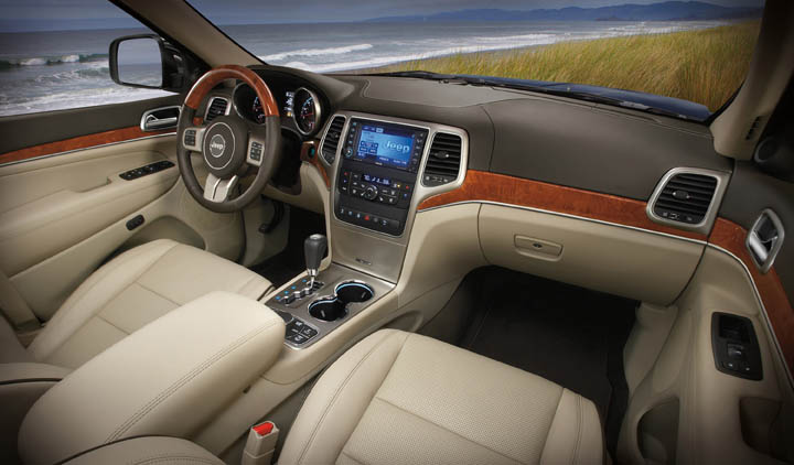 2011 jeep Grand Cherokee interior view