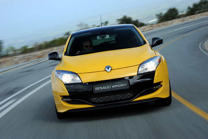 2011 Renault Megane RS 250 front view