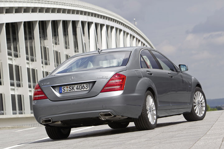 2011 Mercedes-Benz S350 BlueTEC rear view