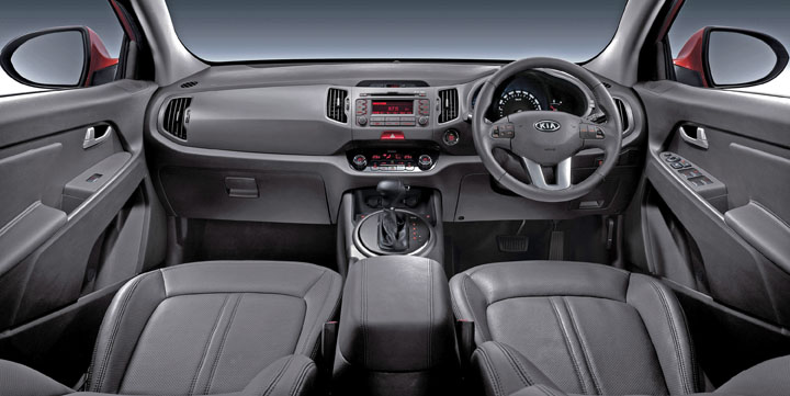 2011 Kia Sportage automatic inside view